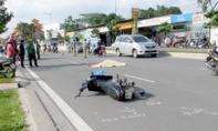 Ngã xuống đường sau va chạm, 1 người bị ô tô cán chết