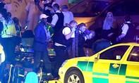 Anh: Lại thêm một vụ xe tải lao vào đám đông tại London khiến nhiều người hoang mang