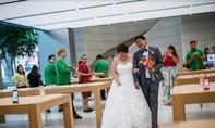 iFan chụp hình cưới ngay tại Apple Store