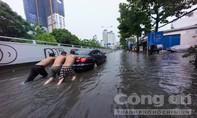 Đường Nguyễn Hữu Cảnh lại chìm trong 'biển nước' sau mưa