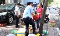 TP.HCM: Lấn chiếm vỉa hè còn đâm Phó Chủ tịch phường bị thương