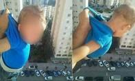 Đi tù vì lắc em bé ngoài cửa sổ tầng 15 để…'câu like'