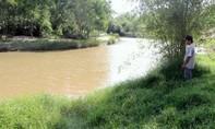 Người đàn ông dâm ô bé gái 8 tuổi rồi ném xuống sông