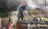 Tiếng nổ lớn kèm khói đen bao trùm tại xưởng nhựa khổng lồ