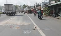 Xe máy va chạm xe bồn chở gas khiến 2 vợ chồng thương vong