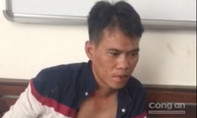 Hai tên cướp giật điện thoại của người phụ nữ trước cổng trường