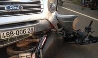 Xe khách tông trực diện xe máy, 2 người nguy kịch