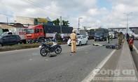 2 xe máy va chạm, một người bị xe tải cán tử vong