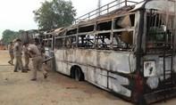 Tai nạn xe buýt kinh hoàng tại Ấn Độ khiến 22 người chết cháy
