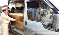 Đội CSGT số 2 phát hiện xe ô tô chở gỗ lậu