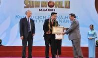 """Trao tặng danh hiệu """"Khu du lịch hàng đầu Việt Nam 2017"""" cho Sun World Ba Na Hills"""