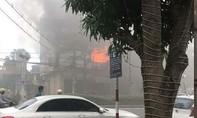 Cháy cơ sở nệm mút, lan sang cửa hàng vật liệu xây dựng