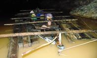 Đội CSGT đường thủy phát hiện 2 ghe máy vận chuyển gỗ lậu