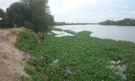 Chìm sà lan chở máy xúc gần 100 tấn ven sông Vàm Cỏ Tây
