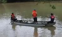 Ráo riết tìm 4 nạn nhân mất tích trong vụ lật xuồng ở Lâm Đồng