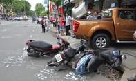 Ô tô 'điên' tông hàng loạt xe rồi lao vào cửa hàng ven đường