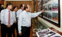 Thủ tướng Nguyễn Xuân Phúc viếng các anh hùng, liệt sĩ  trung đoàn Tây Tiến