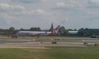 Máy bay Canada hạ cánh khẩn cấp do nổ lốp