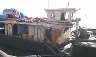 Cần Giờ liên tiếp bắt hàng loạt sà lan đang hút cát biển