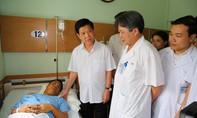 Thứ trưởng Nguyễn Văn Sơn thăm CSGT bị thương khi thi hành công vụ