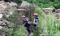 Cảnh sát PCCC băng rừng cứu một du khách chơi dù lượn gặp nạn