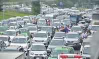 Cửa ngõ ra, vào sân bây Tân Sơn Nhất kẹt xe gần 3 giờ