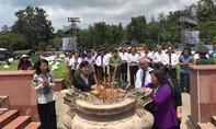 Lãnh đạo TP.Hồ Chí Minh thắp hương, tưởng niệm các anh hùng liệt sĩ