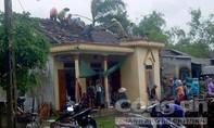 Lốc xoáy tốc mái 67 ngôi nhà và trường học