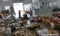 TP.HCM: Đột kích kho hàng lậu chứa toàn hàng Trung Quốc
