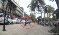 Tài xế và nhân viên điều hành taxi đánh nhau túi bụi trên đường