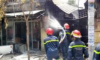 Ba căn nhà ở TP.HCM cháy rực lúc trưa