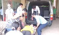 Gần 200 công nhân nhập viện sau khi ăn cà ri kèm bánh mì