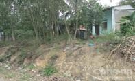 7 ngôi nhà nằm chênh vênh cách mặt đường từ 3-8m có nguy cơ bị sạt lở