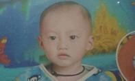 Một bé trai mất tích sau khi chơi cùng mẹ trong bếp
