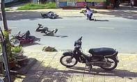 Clip: Tránh chó thả rông, xe máy ngã nhào xuống đường