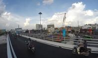 Giao thông thuận lợi trên 2 cầu vượt 'giải cứu' sân bay Tân Sơn Nhất