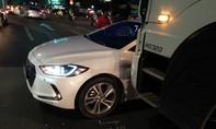 TP.HCM: xe tải tông xe hơi, nhiều người hoảng loạn