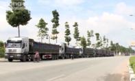 Bắt hàng chục xe tải chở cát lậu tại Bình Dương
