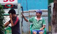 Truy tìm 2 nhân viên cây xăng 'móc túi' khách hàng