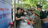 Đoàn Thanh niên BĐBP Nghệ An tổ chức phát 'Bát cháo tình thương' tại bệnh viện