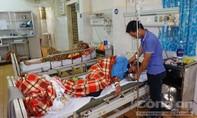 Sau bữa nhậu, 4 người nhập viện nghi do ngộ độc rượu
