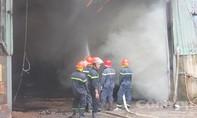 Xưởng dăm bào cháy lớn lúc giữa trưa