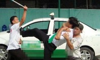 Hai thanh niên dùng dao đâm, cướp tiền và xe của tài xế taxi