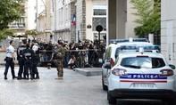 Pháp bắt được nghi can lao xe vào binh sĩ