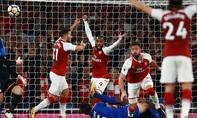 Arsenal thắng nhọc nhằn ngày ra quân Premier League