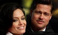 Angelina Jolie 'hoãn' li dị Brad Pitt