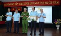 Tặng bằng khen cho Chi cục Hải quan sân bay Tân Sơn Nhất