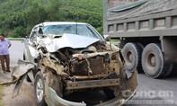 Nghệ An: Xe bán tải đâm đuôi xe chở lợn, nát đầu trong đêm