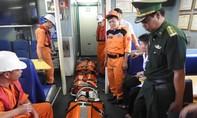 Kịp thời cứu hộ 2 thuyền viên bị nạn trên vùng biển Quần đảo Hoàng Sa
