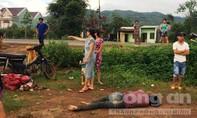 Nam thanh niên đi xe lạng lách tông vào cột điện